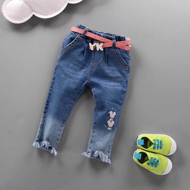 Nuevo 2017 marca de moda de ropa de bebé niños niñas pantalones vaqueros delgados de algodón niña pantalones flacos con fajas tamaño: 7 M-24 M