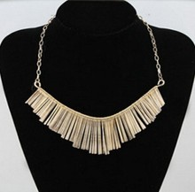 2019 European and American classic metal fringed fan-shaped short clavicle necklace for women and girl party(China)