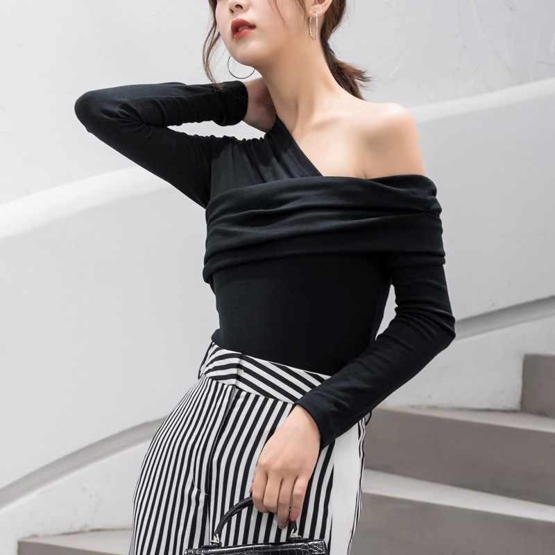 TWOTWINSTYLE Сексуальная Асимметричная женская футболка с открытыми плечами Топы женские тонкие с длинным рукавом модная черная футболка осень 2019