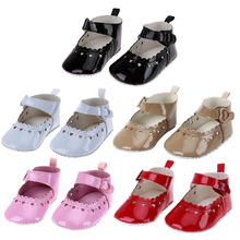 Soft Newborn Baby Shoes Baby PU Leather Girl Heart Shape Hollow Out Anti-slip Sole Toddler Soled Non-slip Footwear Crib Shoes
