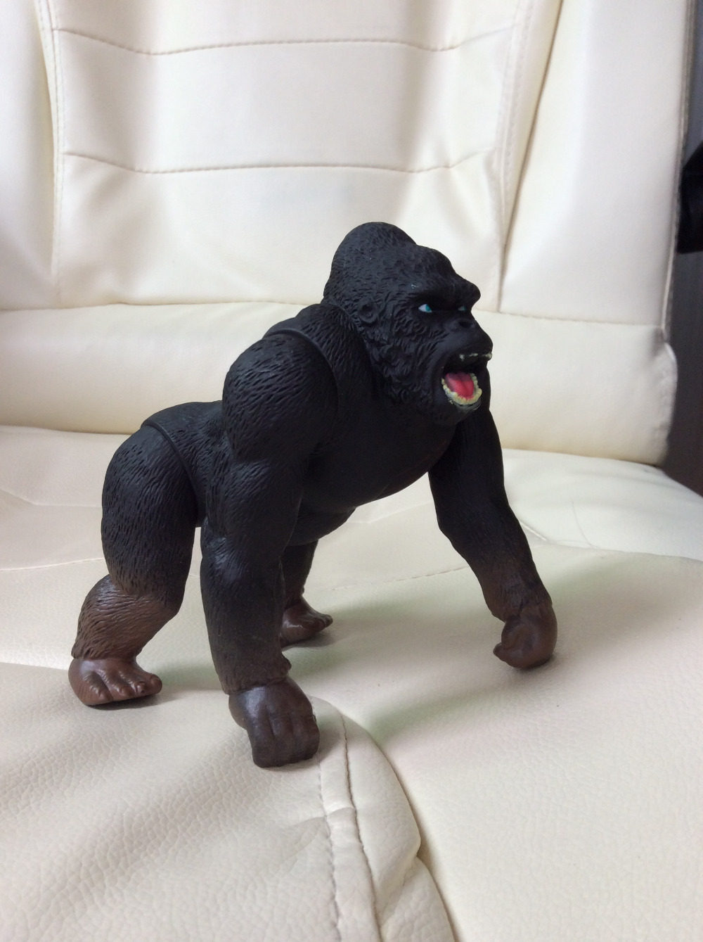 1pcs 18cm King Kong Skull Island Action Gorilla PVC figure toy neca planet of the apes gorilla soldier pvc action figure collectible toy 8 20cm