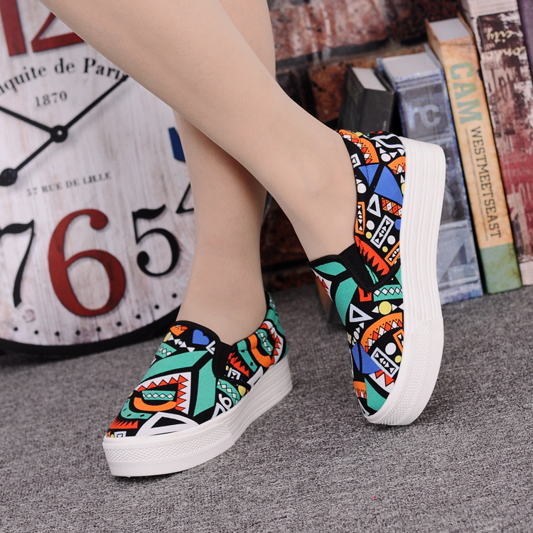 Canvas Shoes Women Girl 2016 New Footwear Female Slip On Platform Casual Shoes Flatform Autumn Graffiti Round Toe Loafers Flats (14)