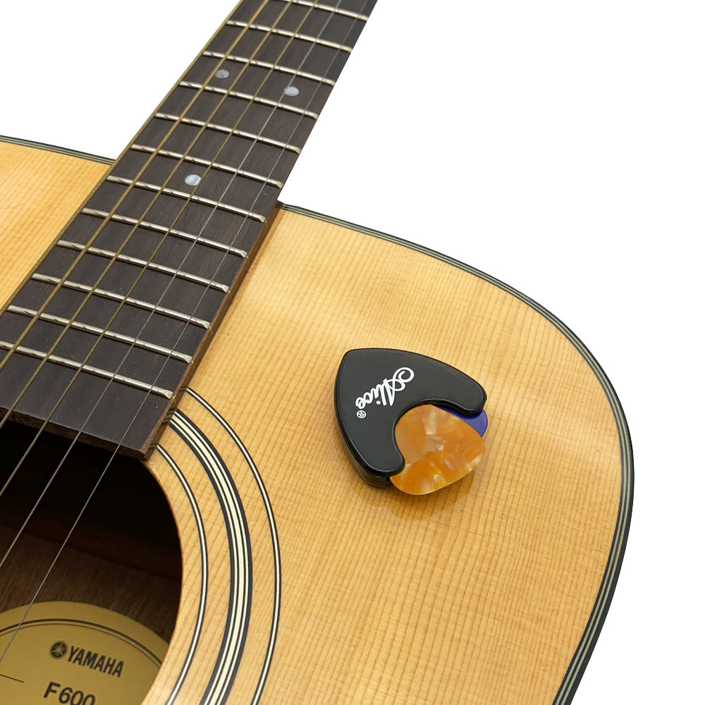 Best Acoustic Guitar accessories pack- guitarmetrics