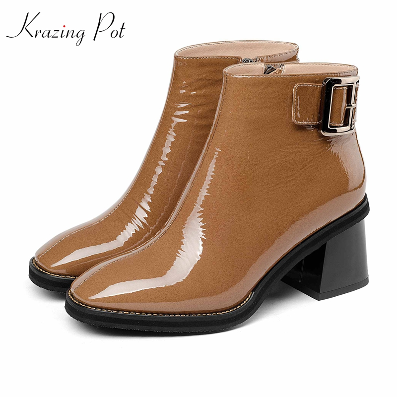 krazing pot 2018 full grain leather patent pleated decoration metal buckle fashion Chelsea boots women big size ankle boots L43 все цены