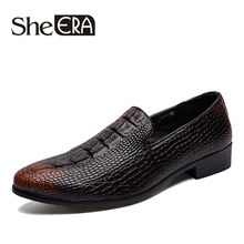 все цены на Plus Size 46 New Autumn Pointed Toe Men's Loafers Shoes British Style Crocodile Design Men's Patent PU Leather Men Casual Shoes онлайн