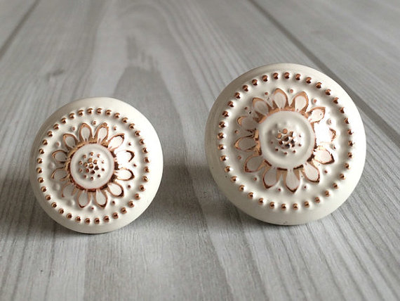 Shabby Chic Dresser Drawer Knobs  Handles Creamy White Gold Flower / Kitchen Cabinet Door Handle / French Country Home Decor css clear crystal glass cabinet drawer door knobs handles 30mm