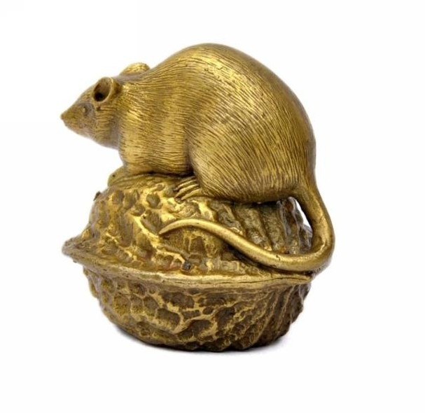 The brass rat mouse ornaments crafts jewelry office furniture walnut