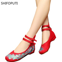 2017 Woman Flat Shoes Sequined Peacock Embroidery Shoes For Women Chinese Old Peking Soft Sole Casual