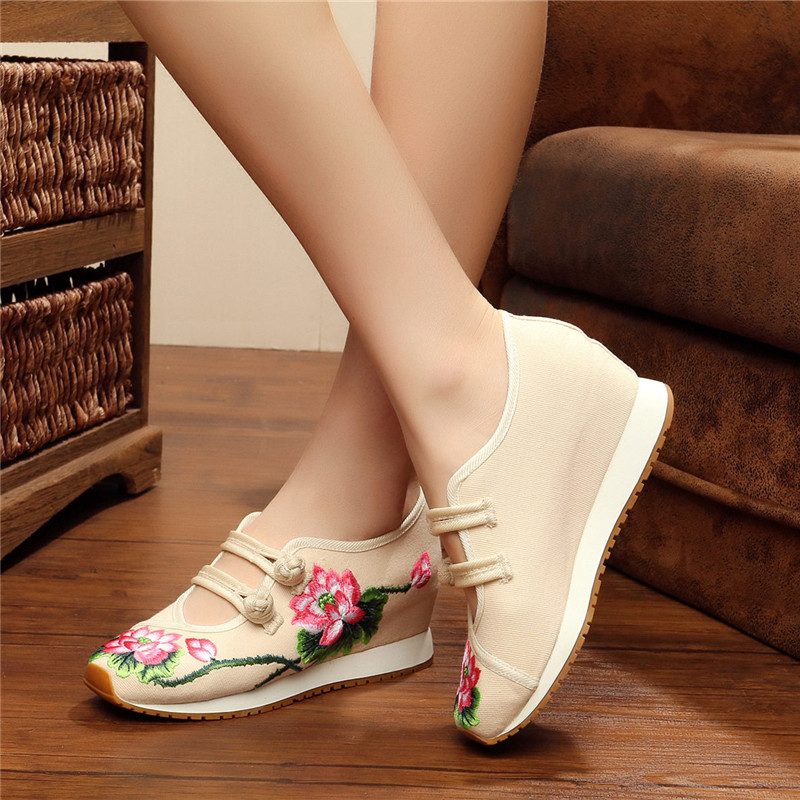 2017 Fashion Chinese Style Embroidered Oxford Shoes For Women Flats Casual Shoes Height Increasing Soft Sole Zapatos Mujer new women chinese traditional flower embroidered flats shoes casual comfortable soft canvas office career flats shoes g006
