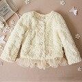 O envio gratuito de marca casaco de inverno do bebê 2017 bebê clothing meninas modelos explosão coreano pérola rendas jaqueta de couro grama de pelúcia