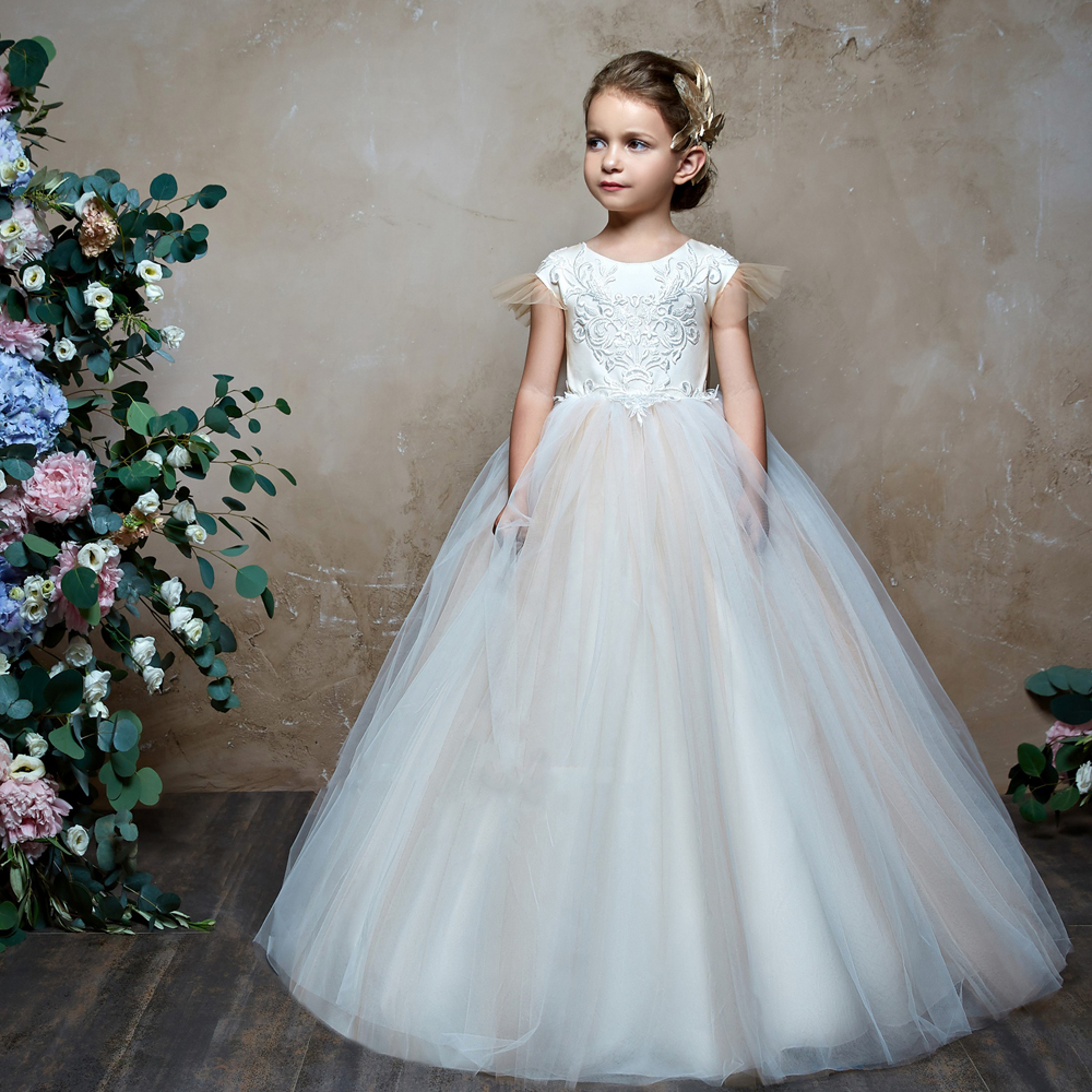 New Arrivals Flower Girls Cap Sleeves Lace Appliques Tulle with Bow Little Girls Ball Gown Holy First Communion Princess Dresses