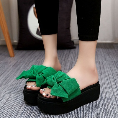 18486cd0d Big Bowtie Woman Beach Flip Flops Summer Sandals Slip- Resistant ...
