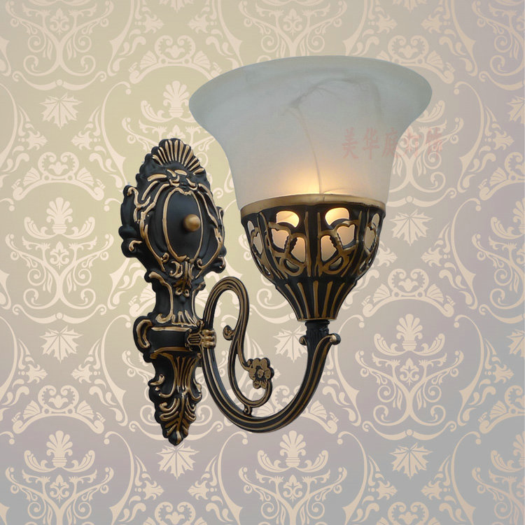 ФОТО A1 Special offer European iron antique lamps wall lamp bedside bedroom aisle living room mirror retro wall B1-104