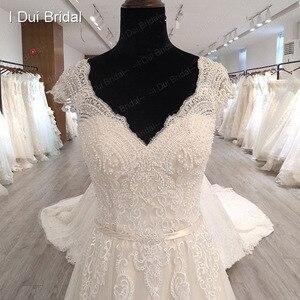 Image 3 - Boné manga v decote vestido de casamento com pérola de luxo frisado delicado laço nupcial vestido de alta qualidade fábrica feito sob encomenda