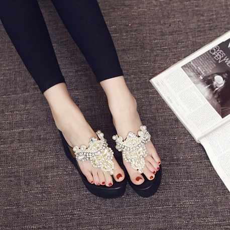 Kore versiyonu yaz kalın tabanlı ayakkabılar taklidi boncuklu flip-flop kalın dipli kama şeklinde plaj sandaletleri kadın.
