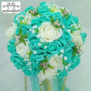 Image 2 - Perfectlifeoh Bouquet de fleurs de roses artificielles, Accents de dentelle de mariée en perles, Bouquet de mariage avec ruban, offre spéciale
