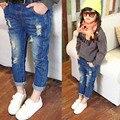 2017 Модные Девушки Джинсы Брюки For Baby Дети Рваные Джинсы дети выдалбливают Твердые Джинсовые Брюки Новые Отверстия Девушки Рваные джинсы