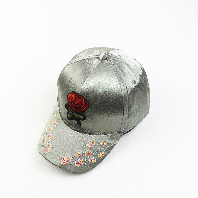 1 Pc Mode Frauen Sommer Baseball Hüte Bestickt Schmetterling Rose Blume Druck Im Satin Sun Caps Mädchen Einstellbar Kappen