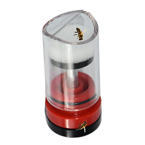 Image 1 - מותג 1PCS החדש מלכת סמן למנוע פציעות מתאים דבורה שכותרתו בקבוק פוריות סימן פלסטיק בקבוק כלי גידול דבורים