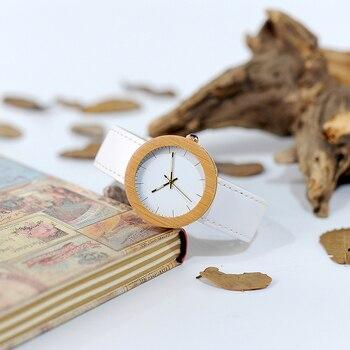 Reloj de madera y cuero pulso blanco