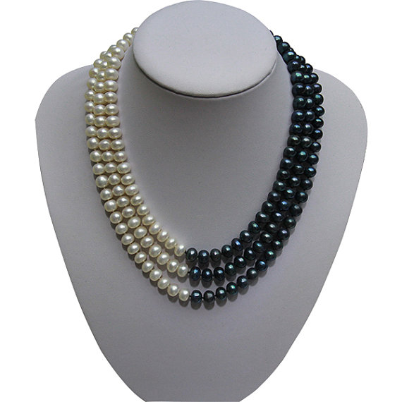 Collier de perles classique à trois brins, collier de perles d'eau douce multibrins, mélange de noir blanc couleur véritable bijoux en perles