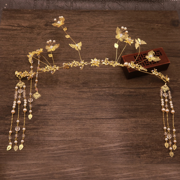 Chinese brides headdress is a traditional Chinese bridal crown jewels
