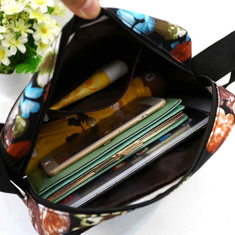 Floral Messenger Bag Women Fashion Rural style Crossbody Bag Lightweight Large Capacity Shoulder Bag Contracted Joker Small Bag in Top Handle Bags from Luggage Bags