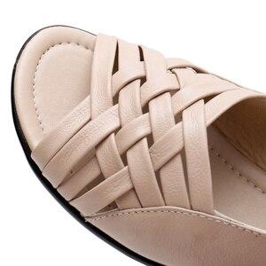 Image 5 - Сандалии женские из натуральной кожи, босоножки на плоской подошве, открытый носок, танкетка, повседневные туфли для мам, черные, большие размеры, лето 2020
