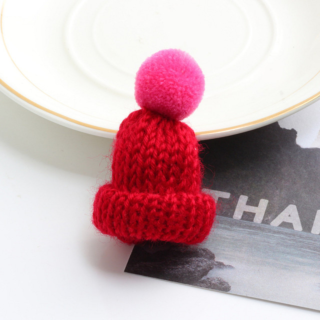 19 Color Cute Mini Knitted Hairball Hat Brooch Sweater Pins Badge 2