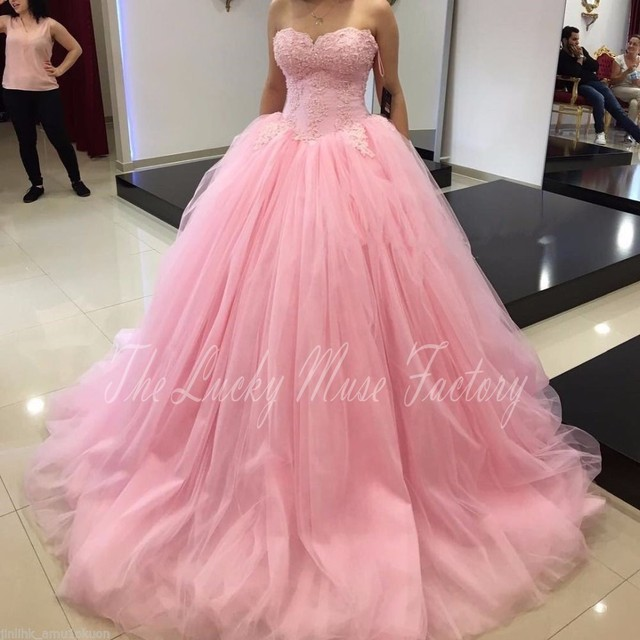 Fashion Ball Gown Quinceanera Dresses 2017 Top Lace Appliqued Puffy Tulle  Sweep Bridal Gowns Prom Dresses Custom Make 5122514b473b