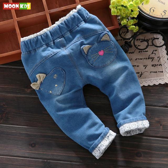 O envio gratuito de 2017 primavera outono criança do sexo feminino calças ocasional dos desenhos animados macio e miudezas, bebê meninas rendas de jeans