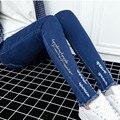 Moda Primavera 2017 calças de Brim de Maternidade Carta Bordados Calças Skinny Gravidez Mulheres Magro Leggings Cintura Elástica Calças M-XXL