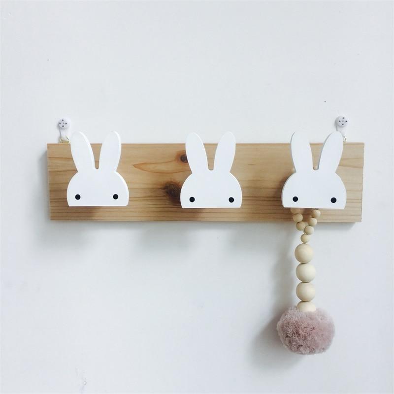 מדף עץ מעוצב לחדר ילדות 5