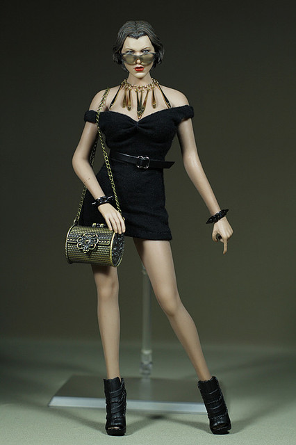 Vogue 1/6 Scale Female High Fashion Red Turtle Neck Dress