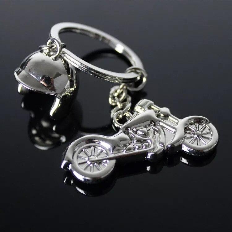 Takı ve Aksesuarları'ten Anahtar Zincirleri'de DHL TARAFıNDAN ÜCRETSIZ NAKLIYE 100 adet/grup Yeni Sıcak Kask Motosiklet Anahtarlıklar Metal Mini Motosiklet Anahtarlıklar Promosyon Hediyeler için'da  Grup 1