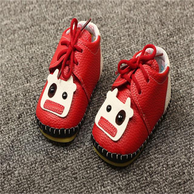 2016 Moda Bebé Unisex Zapatos Nueva Toddler Primeros Caminante Recién Nacido Antideslizante de Cuero Suave-atado Cruz Primavera otoño de Zapatos