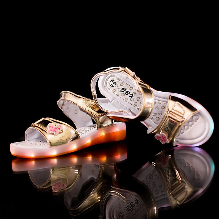 New-2017-European-Lovely-summer-lighting-baby-sandals-princess-girls-clogs-hot-sales-fashion-USB-recharged-kids-baby-shoes-3