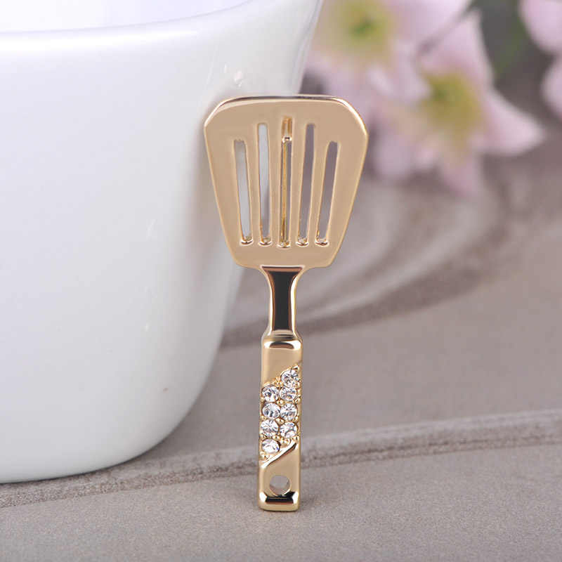 Blucome Kitchen Spatula Shape Brooch Crystal Jewelry Women Girls Bag Buckles Mother Apron Accessories Gold Color Corsage Pins