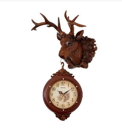 888155d57ca Relógio europeu veados dupla relógio relógio pendurado em ambos os lados do  Americano Do Vintage animais Criativo relógios de parede decorativos em  Roupa ...