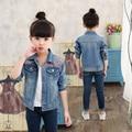 Одежда Для девочек 2017 девушки пальто осень детей куртки С Длинными рукавами Джинсовой цветок пальто куртки девушка одежда