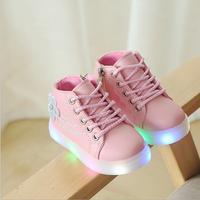 子供靴発光新しい秋幼児男の子グローイングスニーカー花子供のスポーツの靴のための Led スニーカーライト