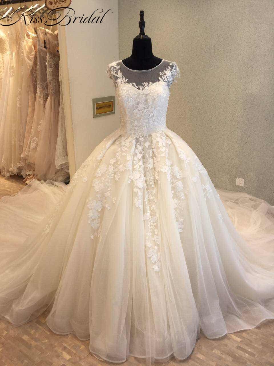 Robes de mariée de luxe 2018 nouveauté robe de mariée en dentelle Vintage Train Royal sans manches robe de mariée a-ligne