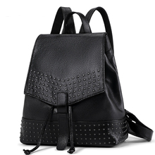 100% натуральная кожа женщины рюкзак большой Ёмкость заклепки черный кожа Сумка Lady школа Дорожные женские Сумки рюкзак