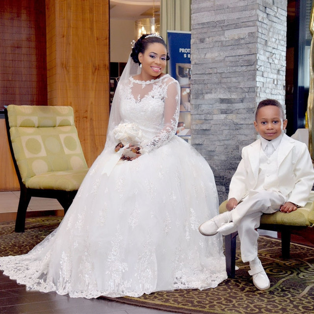 2017 New Arrival Ball Gown Long Sleeve Lace Appliques Wedding Dress O Neck Zipper Back Tull African Bride Gown Vestido De Novia