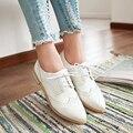Nueva llegada zapatos de las mujeres pisos Oxfords Zapatos zapatos de Plataforma del remache del cuero de patente brillante Metálico de Plata de La Vendimia de Bueyes sapato feminino