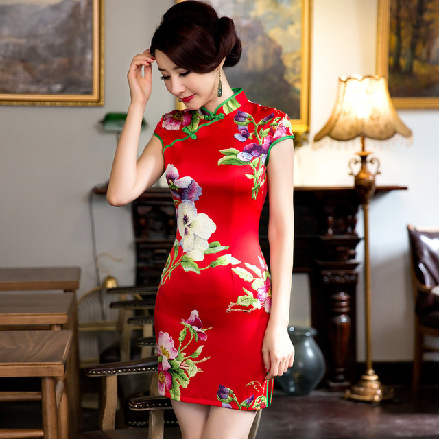da790ece339 Chinois Robe de Soie Rouge Courte Cheongsam Qipao Traditionnel Oriental Robes  Robe Chinoise Robe Chines Qi