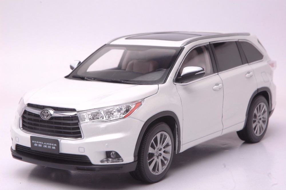 1:18 Diecast Model for Toyota Highlander 2015 White SUV Alloy Toy Car Miniature Collection Gifts