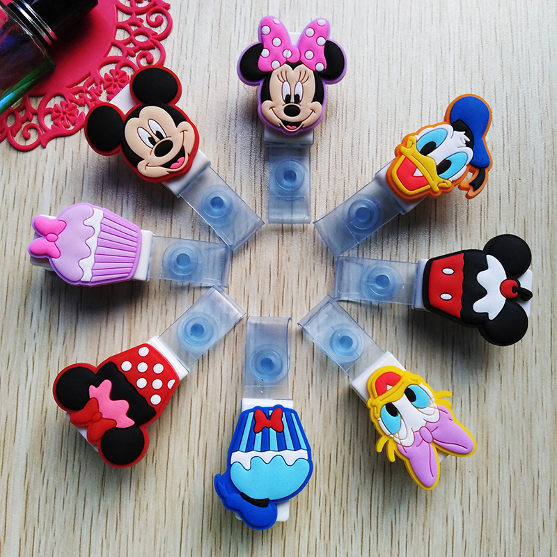 8Pcs/Lot Lovely Animals Cartoon Badge Clip Bus Card Nurse ID Name Card High Quality Silicone Badge Holder 2018 Office Supplies