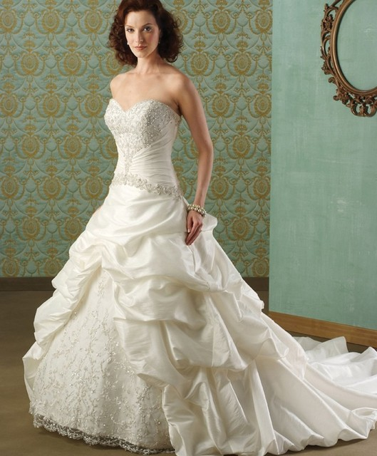 2015 Custom Made Wholesale Strapless Wedding Gown Sample Pictures