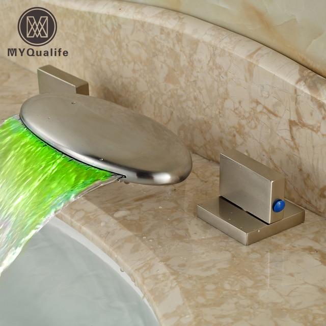 Charmant Nickel Gebürstet LED Licht Wasserfall Bad Becken Waschbecken Mischbatterien  Doppelgriff Waschtischarmatur Mit Heißem Wasser